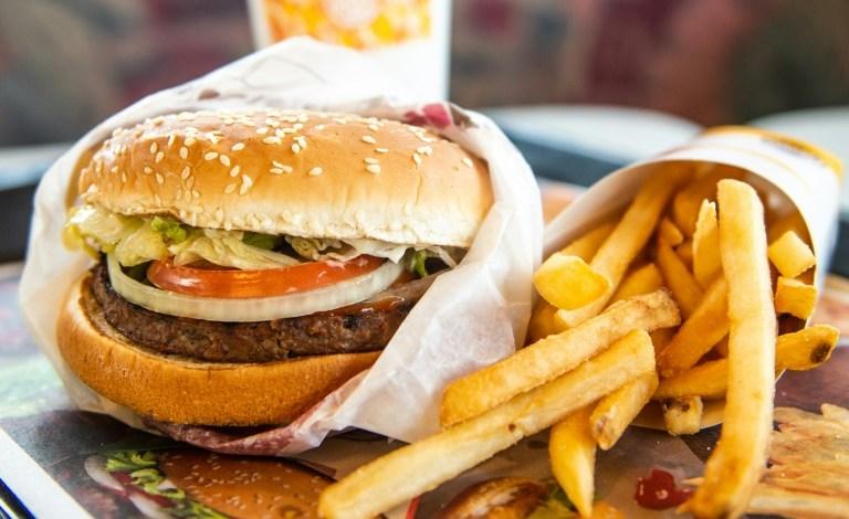 هل تفضل مطاعم توصيل الوجبات السريعة؟