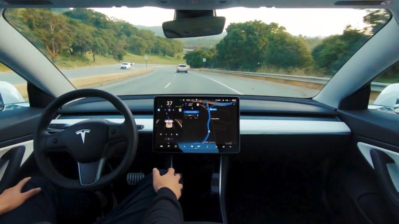 تسلا تعمل على توسيع استخدام الإصدار التجريبي لبرنامج القيادة الذاتية الكاملة
