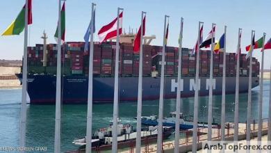 صورة أكبر سفينة حاويات في العالم تعبر قناة السويس