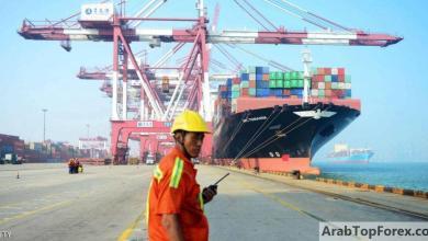 """صورة التجارة العالمية تضررت بقيود أزمة كوفيد-19 والقادم """"أعظم"""""""