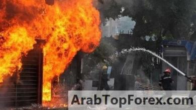 صورة اشعال النيران في جمعية مصارف لبنان إثر احتجاجات على انفجار بيروت