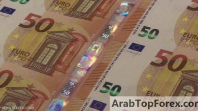 """صورة اليورو يحقق """"اختراقا"""" بمواجهة الدولار.. قبل تراجع سريع"""