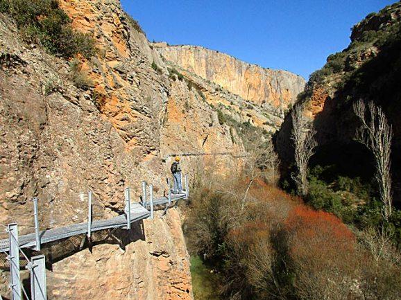 Ruta de las pasarelas de Alquézar y Sendero Turístico GR 1.1