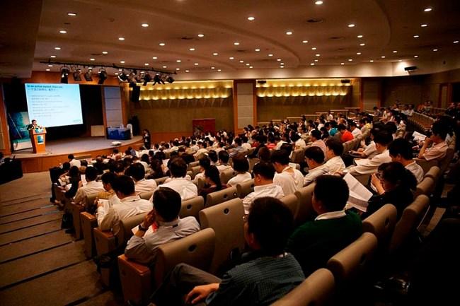 Salon de conferencias de la feria de Tarbes.