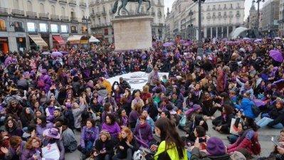 Una multitudinaria cadena humana en Madrid inicia un mes de revuelta feminista