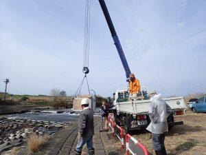 菅間堰遡上補助施設設置作業を行ました。