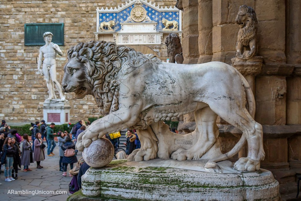 Florence 4 day itinerary: Medici Lion statue in the Loggia of the Lanzi
