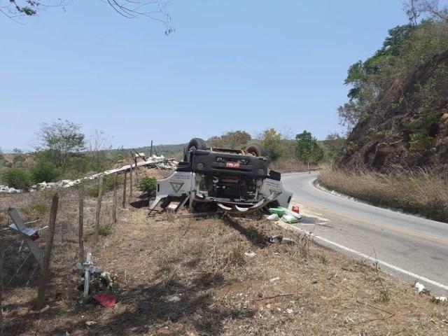 Um pessoa morre e outra fica ferida em acidente na BR-367, em Turmalina
