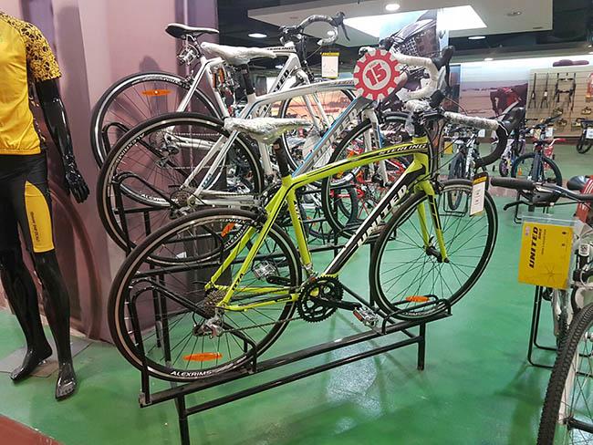 Sedikit road bike di Pasar raya blok M