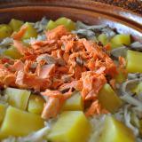 土鍋で作る炊き込み御飯|鮭とサツマイモと舞茸の塩ご飯