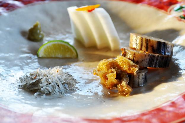 「卵かけ御飯」北坂養鶏場のたまごを、土鍋で炊いた白飯にかけて食べる 淡路島レシピ