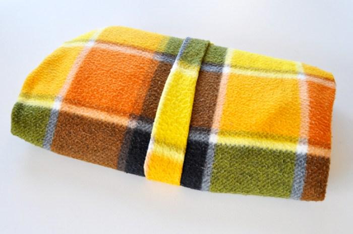 湯たんぽで長時間の保温保湿|【保温・保湿効果抜群!冬も快適な犬の寝床の作り方】クレートカバーの使い方