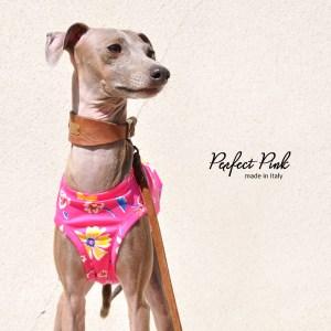 鮮やかなピンク。ポップで可愛いいお花柄のお洋服、それが「Perfect Pink」 ハーフタイプも始まりました