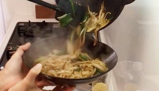夜ご飯に鉄鍋で焼きそば、焼きそばやけどお好みソースで。-Japanese fried noodles