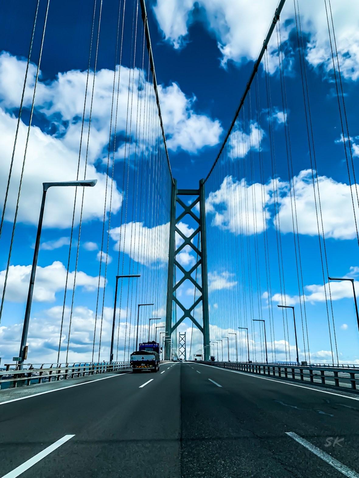 世界一長い吊り橋、明石海峡大橋を渡り大阪へ。そして淡路島に帰る。