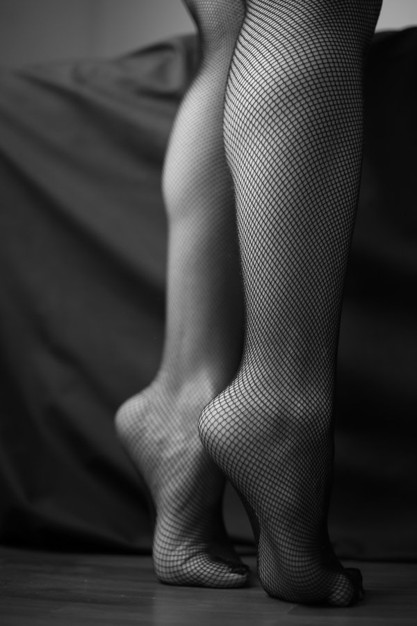 foot fetish, foot fetishism, first time licking feet, foot fetish erotica, feet erotica, foot adoration, feet licking, leccare i piedini, piedini, piedi da adorare,