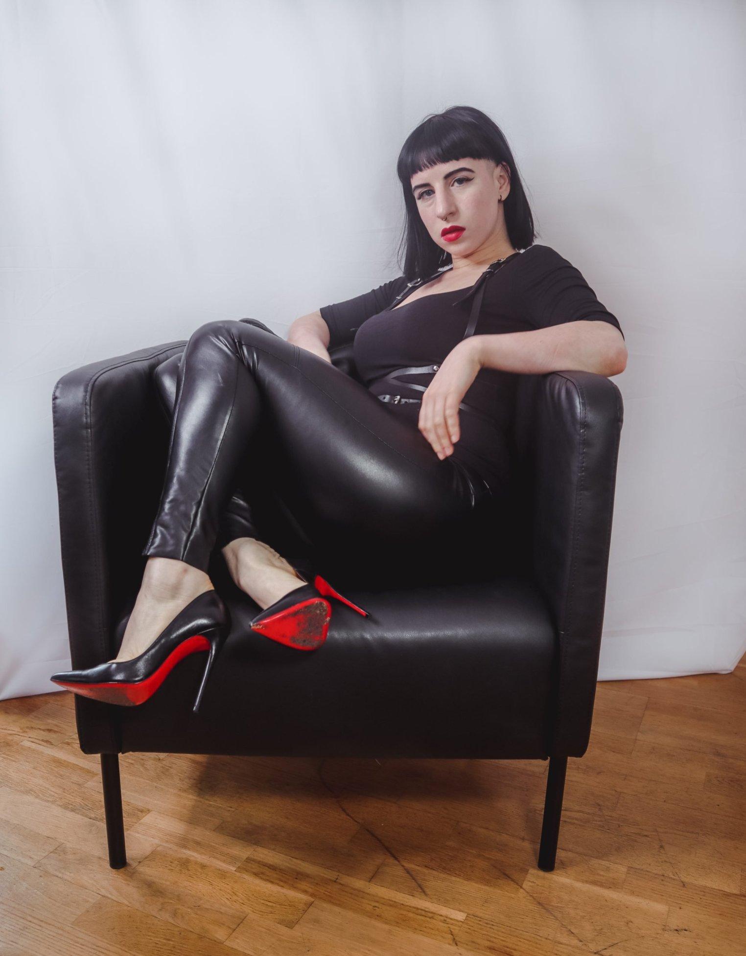#B21 leather leggings armchair (2)