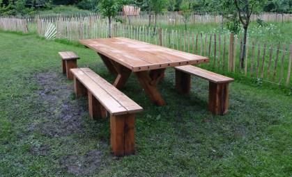 Banquet bench