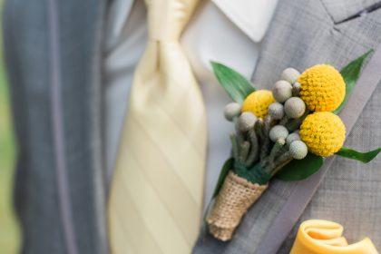 Frais et pétillant : un mariage jaune et gris.