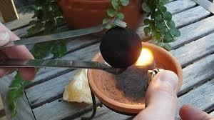 Charbons à l'usage des encens en grains