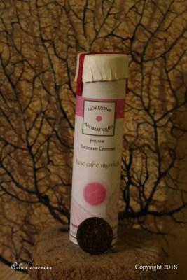 rose_cache_myrrhe_encens_francais