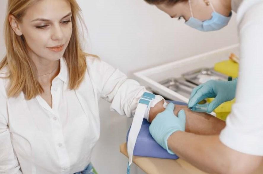 dessin fille rousse