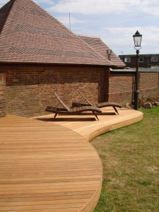 Ipe hardwood decking with flowing lines and smooth curves - Shoreham Beach, Sussex