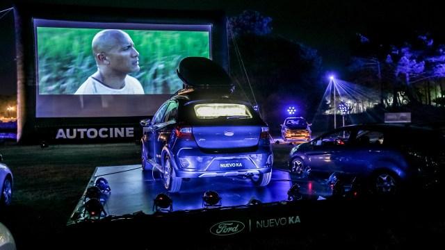 En Pinamar está el autocine de Ford, presentando el nuevo Ka Freestyle con proyector. Esta semana se emitirán  '500 días con ella', 'Jefe en Pañales', 'Cómo entrenar a tu dragón 2' y 'Jurassic Park 3'