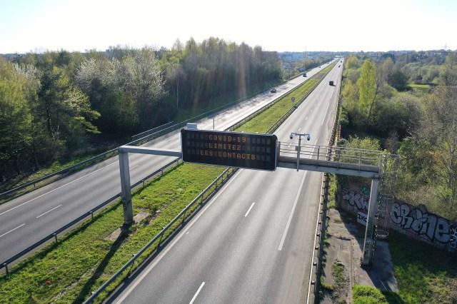 Una carretera casi vacía cerca de Rennes, Francia. (AFP)