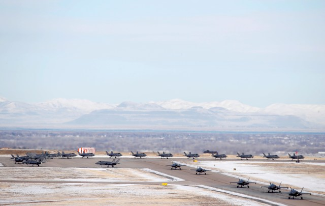 52 naves fueron desplegadas en la Base Aérea Hill. El número coincide con las 52 blancos que Donald Trump anunció que tenía preparados para atacar en Irán (Reuters)