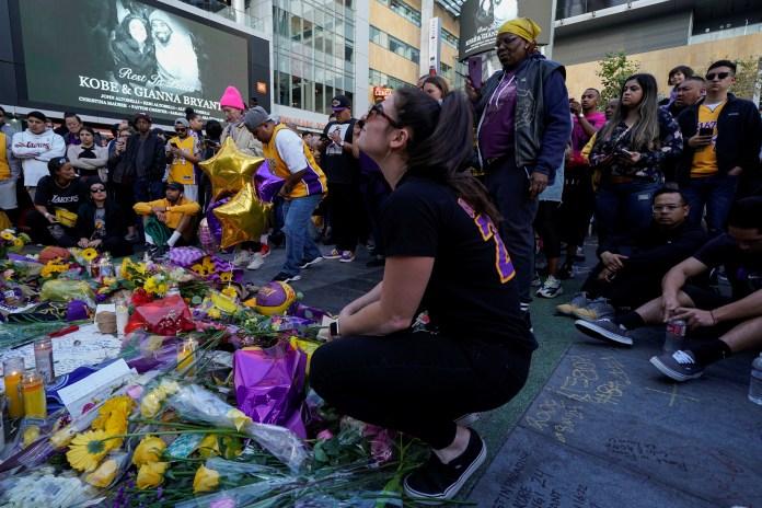 Frente a la cancha que lo vio brillar, ante murales con su rostro, en su academia deportiva: miles de fanáticos continuaron este lunes