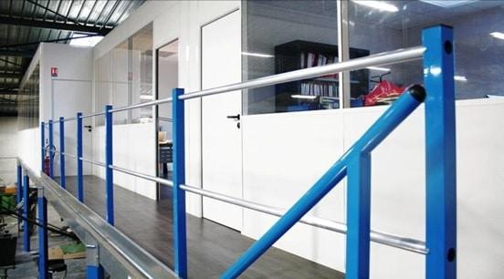 garde corps métallique industriel bleu