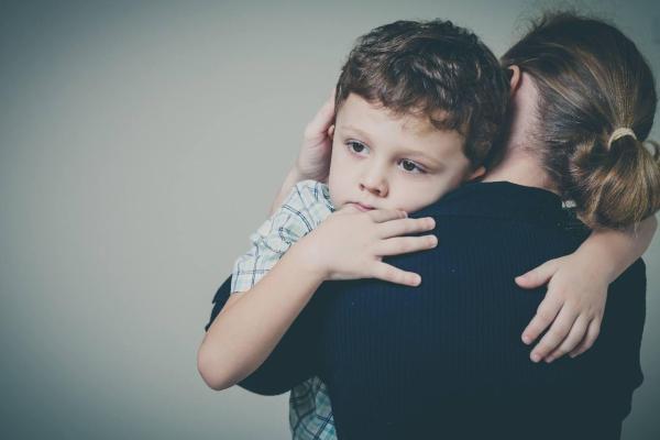 como aliviar tosse seca noturna infantil