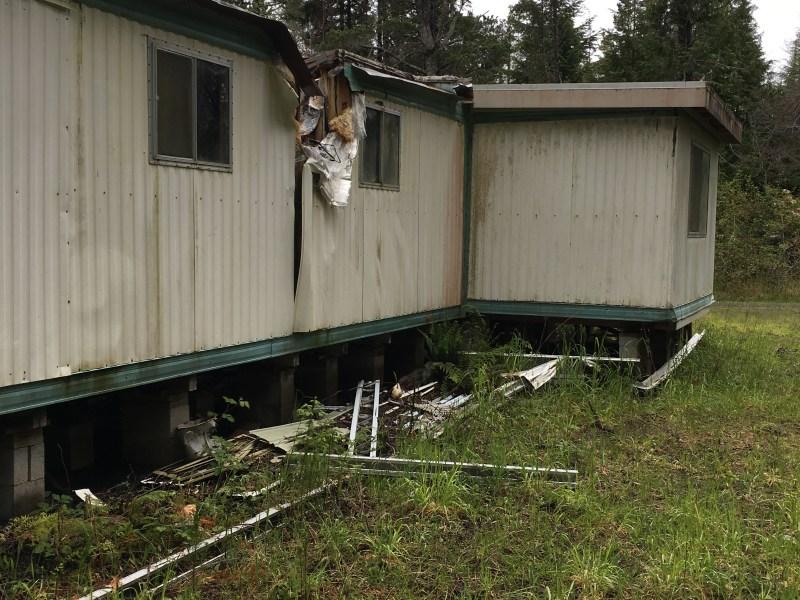 https://i1.wp.com/arcadiaenvironmental.com/wp-content/uploads/2018/02/damaged-home-inspection-for-asbestos-Copy.jpg?resize=800%2C600&ssl=1