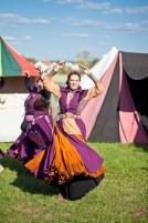 Tänzerin in Gewand
