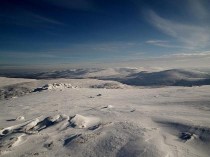 Winter skills courses: sunny cairngorms plateau