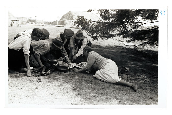 Keen photographers Mercie Lack and Barbara Wagstaff captured almost 450 stills of the Sutton Hoo excavations. This photo, taken by Barbara, shows Mercie and some of the members of the dig team – might she be showing them her own images?