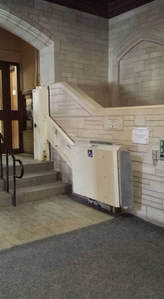 Accessibility device by the main entrance of University Hall