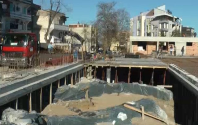 The remains of the 3rd-4th century Roman villa are seen covered with nylon and sand under the construction site of the parking for Sozopol's new stadium. Photo: TV grab from Zona Burgas