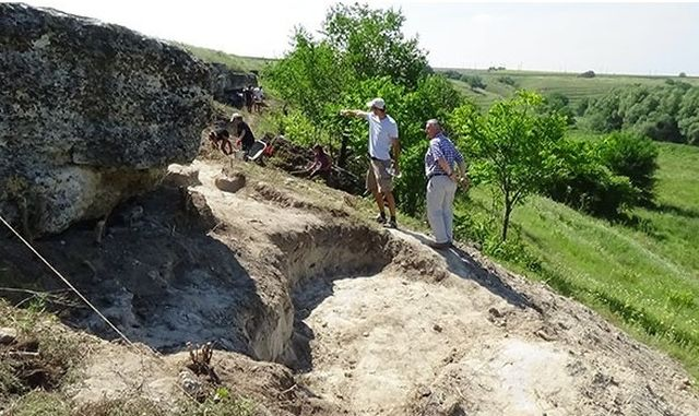 This 2014 photo shows the excavations of the Ancient Thracian rock niche sanctuary near Krasen, General Toshevo Municipality. The site was discovered for science only in 2014 after local residents alerted the museum authorities. Photo: General Toshevo Municipality