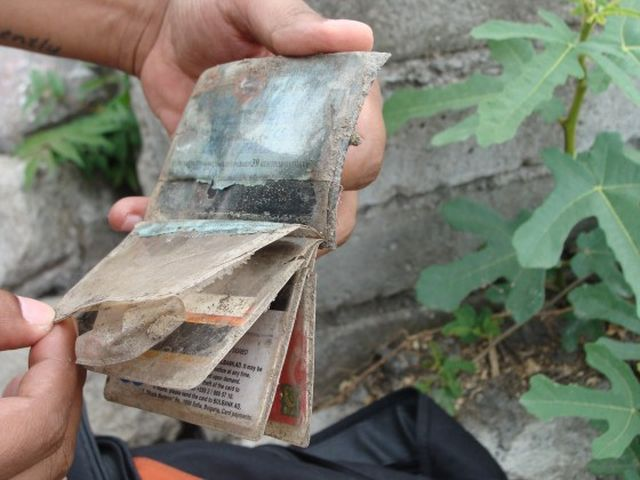 Apparently stolen IDs and credit cards belonging to both Bulgarian and foreign nationals have also been found on the site of the Great Basilica in Bulgaria's Plovdiv. Photo: Plovdiv24