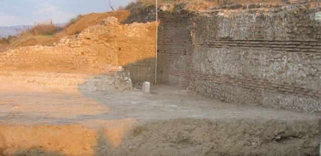 Bulgarian Archaeology Chief Grieves Over Looted Necropolis of Ancient Thracian, Greek, Roman City Heraclea Sintica