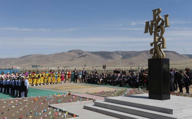 The Monument of the Cyrillic (Bulgarian) Alphabet unveiled by Bulgarian President Rosen Plevneliev in the Mongolian capital Ulan Bator. Photo: Bulgarian Presidency