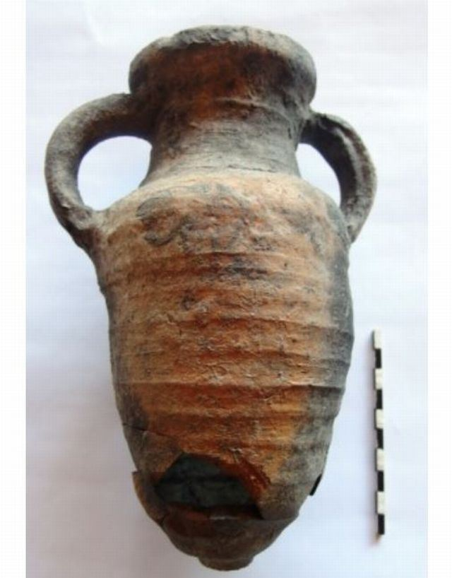 """One of the amphorae discovered by the Bulgarian archaeologists in the Early Byzantine fortress Talaskara on the Black Sea Cape Chervenka, also known as Chrisosotira, or """"Golden Savior, Golden Christ"""", near Bulgaria's Black Sea resort town of Chernomorets. Photo: Sozopol Municipality"""