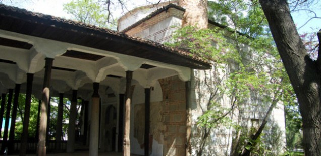 Bulgarian Archaeologists Unearth Turkish Cemetery in 15th Century Ottoman Mosque in Karlovo