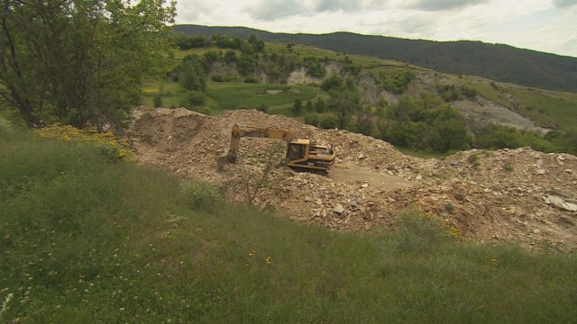 Bulldozers and excavators have been destroying Ancient Thracian sites in Bulgaria's Satovcha Municipality. They are allegedly working on (illegal) stone quarries but this may be just a cover-up for treasure hunting activities. Photo: bTV