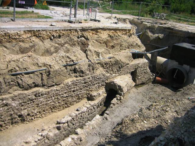 New archaeological structures and artifacts from the Ancient Thracian and Roman city of Durostorum and the medieval Bulgarian city of Drastar are being discovered in Bulgaria's Danube city Silistra every single day since the start of its water supply project. Unfortunately, little of this heritage will be shown to the public as the structures get reburied. Photo: Krasimir Koev
