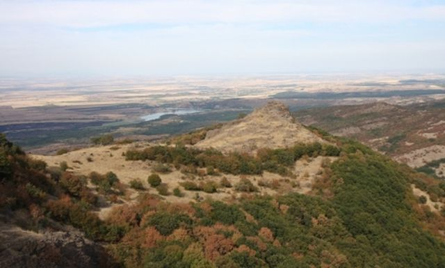 Mount Dragoyna is located amidst the Upper Thracian Plain in Southern Bulgaria, and features the ruins of one of the largest Ancient Thracian fortresses ever found. Photo: archaeologist Elena Bozhinova