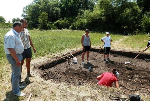 "The 2015 summer excavations of the Ancient Roman villa and ceramic factory in Bulgaria's Pavlikeni are a joint effort of Pavlikeni Municipality, the Pavlikeni Museum of History, the Veliko Tarnovo Regional Museum of History, and the Veliko Tarnovo University ""St. Cyril and St. Methodius"". Photo: Darik Veliko Tarnovo"