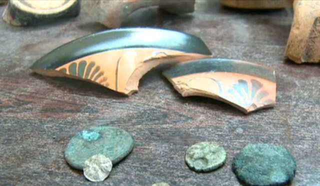 More coins and pottery have been found in the rescue excavations of the property in Sozopol's Old Town. Photo: TV grab from News7